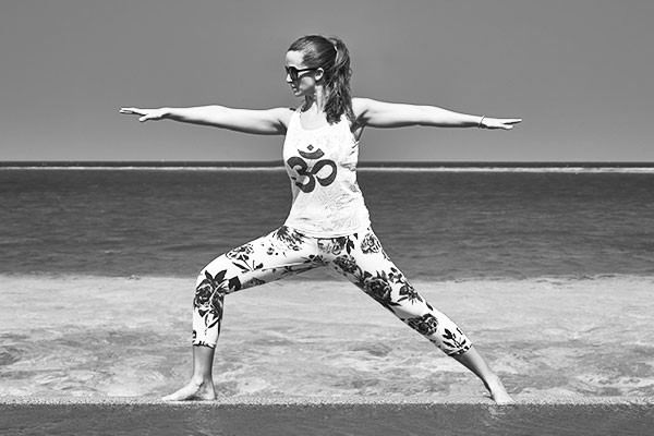sida yoga victoria warrior pose virabhadrasana om leggings sea maldives