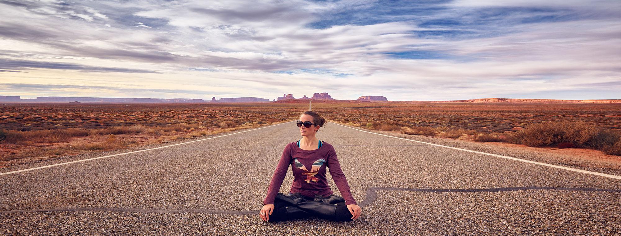 sida yoga monument valley homepage shot