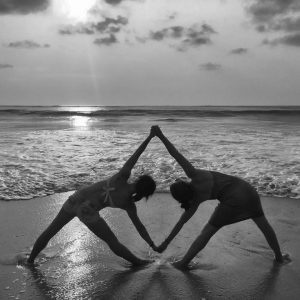 blog bali victoria side yoga sunset pose retreat 2015 explore travel triangle beach sun indonesia